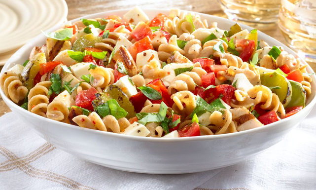 طريقة عمل سلطة الدجاج مع المعكرونة الشهية  Pasta%20and%20chicken