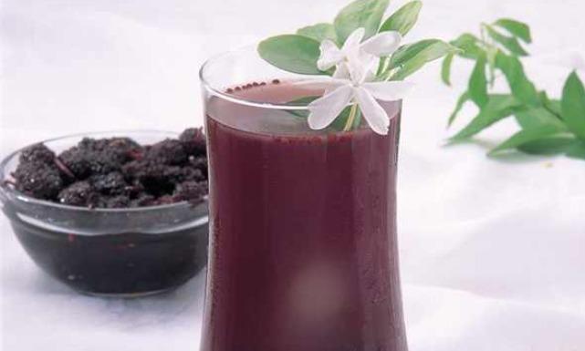 طريقة عصير الزبيب الأسود بالتوت 0grapes juices.jpg