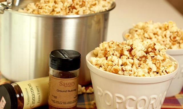 طريقة البوشار بالقرفة والزبدة 0popcorn_sugar_and_spice.jpg